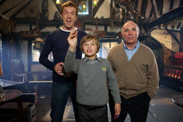 bob-hoskins-damian-lewis-and-perry-eggleton-in-will-2011-large-picture