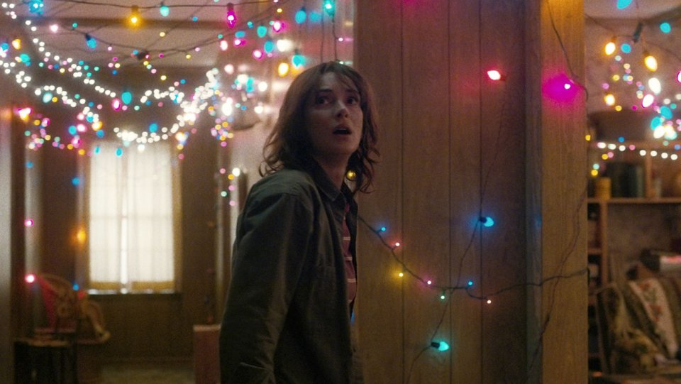 stranger_things_winona_ryder_still_3_h_2016