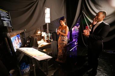 Backstage - Gina Rodriguez και John Legend
