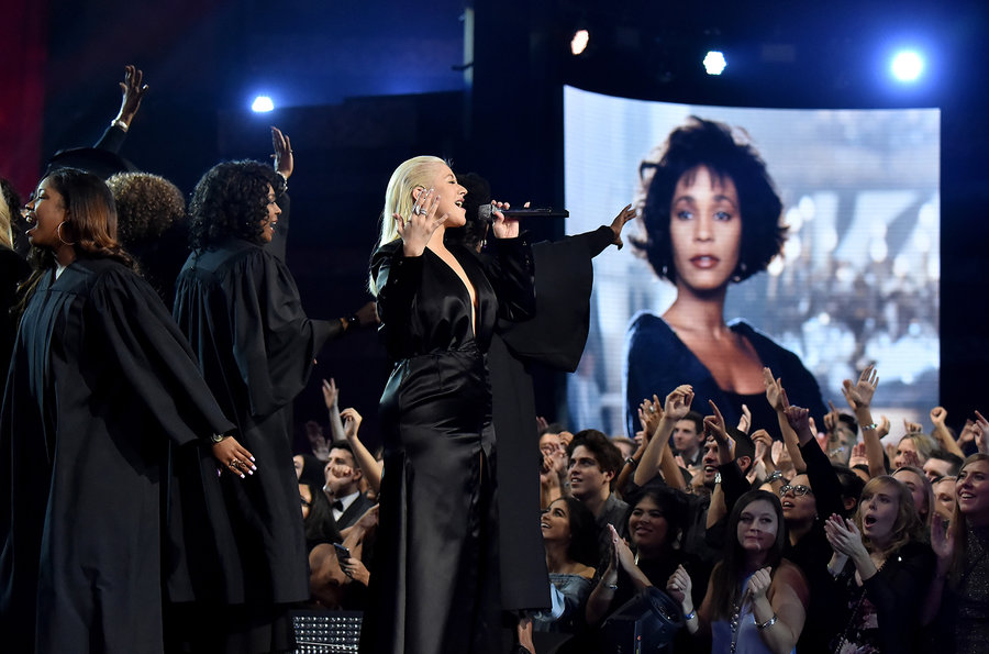 christina-aguilera-2017-ama-awards-show-billboard-1548